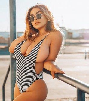 amateur photo side boob
