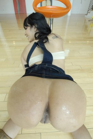 amateur photo Latina Rear...