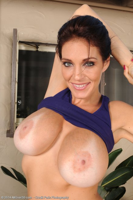 Charlee's big tits Porn Photo