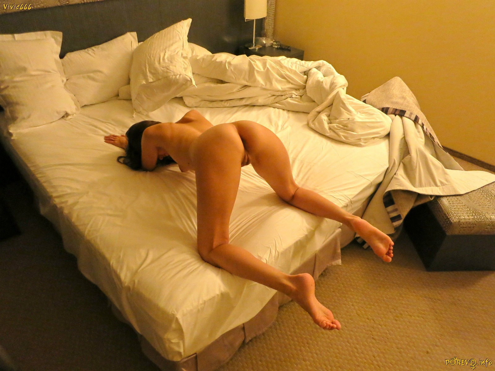 naked-on-bed-ass-up