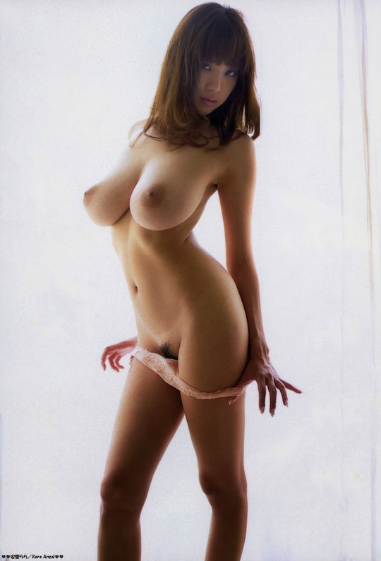 image Slim stacked girl playing with tits