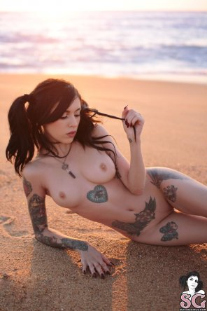 amateur photo Coralinne in the sand