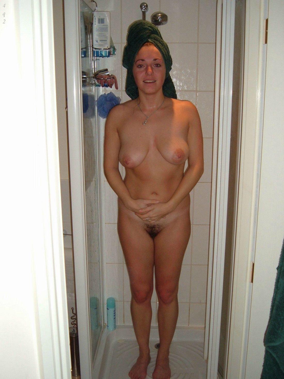 Milf after a shower Porn Photo - EPORNER