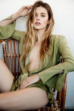 amateur photo Victoria Lee