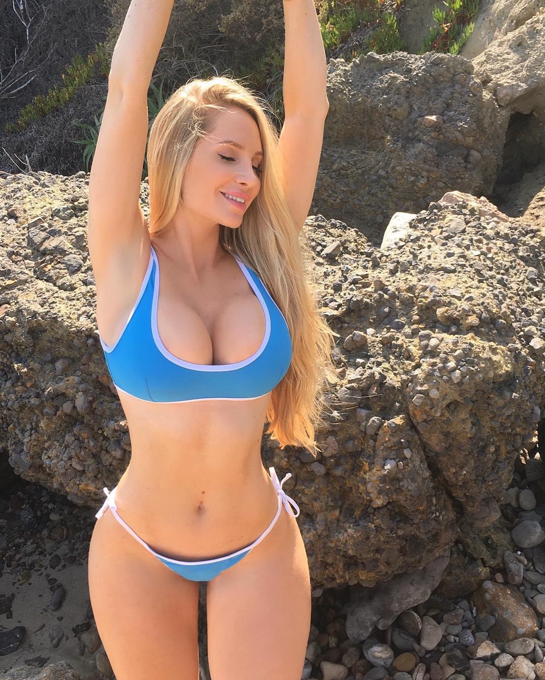 Porn pics bikini Ass Bikini