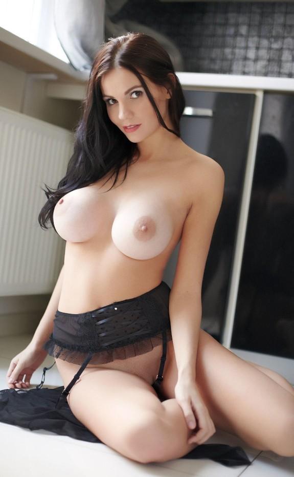 Brunette Xxx