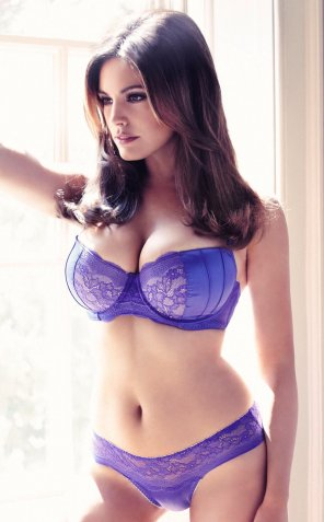 amateur photo British Model & Actress: Kelly Brook