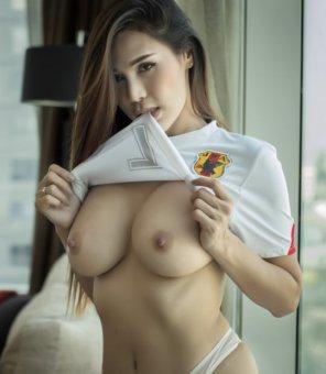 amateur photo Lifting her shirt