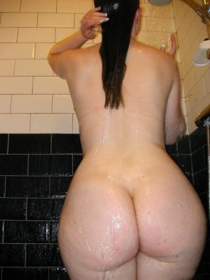 amateur photo Showering