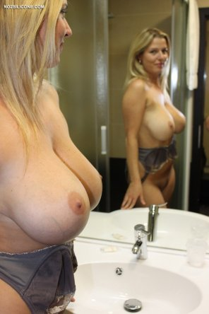 amateur photo Busty blonde