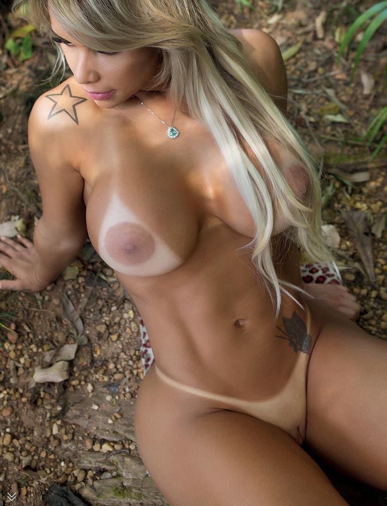 Sexy tan blondes nude, loves to eat cum