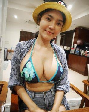 amateur photo Big titty Thai babe