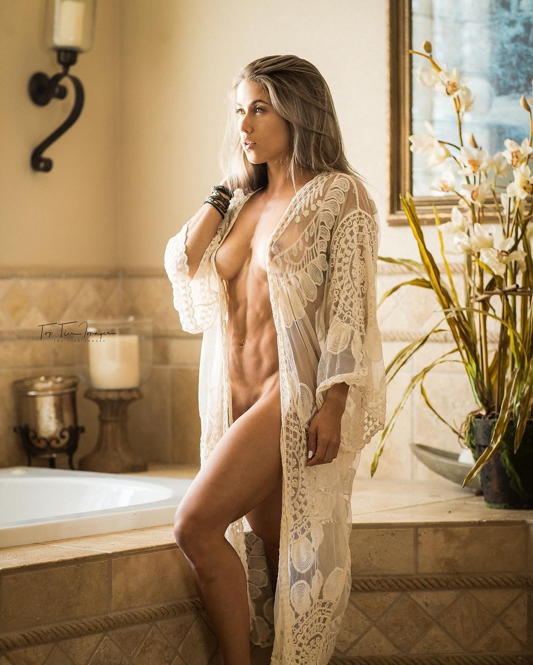 Wolf  nackt Melissa Melissa Wolfe