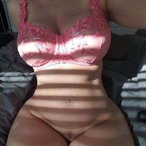 amateur photo Is 36-27-42 considered thick?