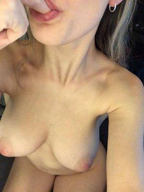 amateur photo sucking on my [f]ingers like a good girl :)