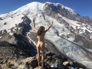 amateur photo [F] Journalist takes nude challenge on hike