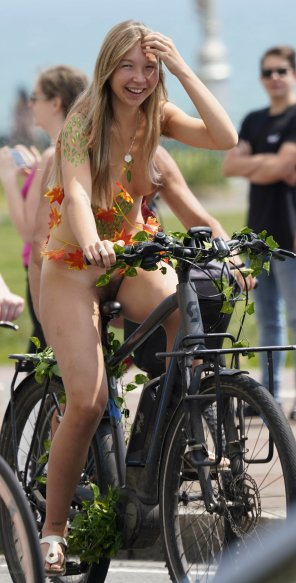 amateur photo Naked biking cutie