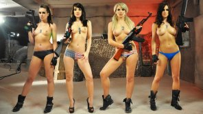 amateur photo Babes and Guns