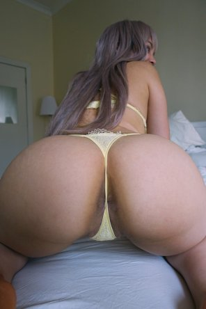 amateur photo Ass + Yellow thong =
