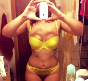 amateur photo Yellow Undies