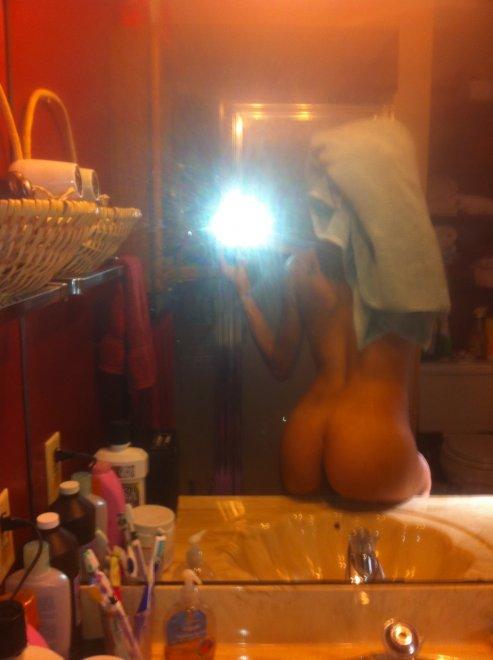 Over-the-shoulder, delightful behind self-shot Porn Photo