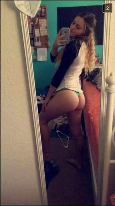 Bedroom booty Porn Photo