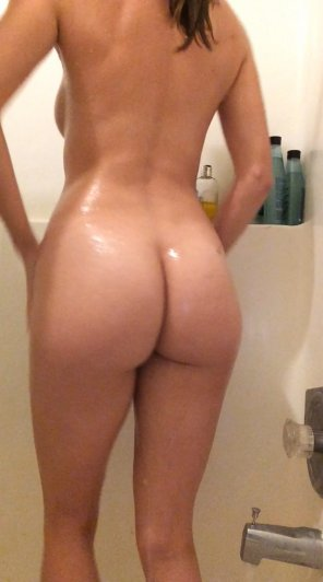 amateur photo 23 [F4M] - Snapchat: LilySane - Shower booty :')