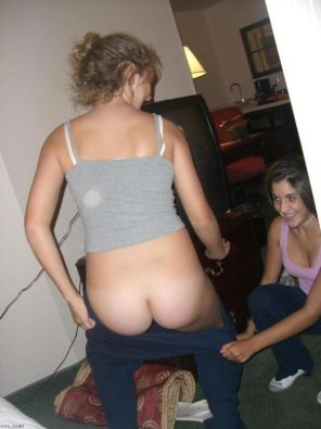 amateur photo Pantsing her bff