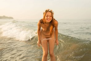amateur photo Her adorable reaction to getting naked