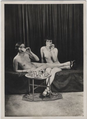 amateur photo Morning tea with the girlfriend, 1930s