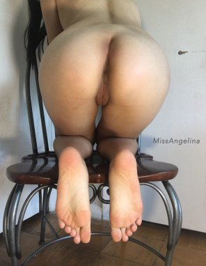 amateur photo My round hips and tight lips!