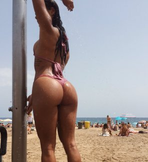 amateur photo Beach shower