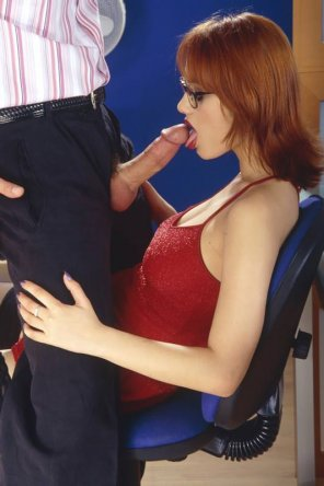 amateur photo Dye Job secretary sucking dick