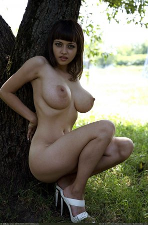 amateur photo Busty petite posing by a tree