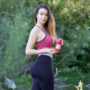 amateur photo Eleonora Bertoli in yoga pants