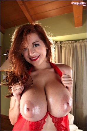 amateur photo Tessa Fowler is stunning