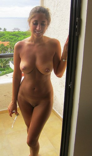 amateur photo She likes getting naked
