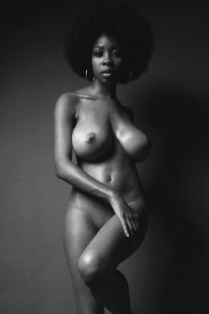 amateur photo Afro Cutie.