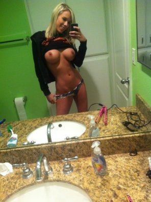 amateur photo Bibi in the mirror