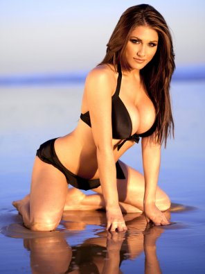 amateur photo Lucy Pinder at the beach