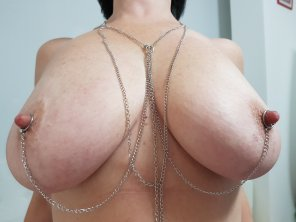 amateur photo Nipples and chains