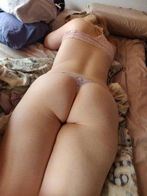 amateur photo Girlfriend's booty