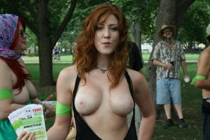 amateur photo Topless at the park