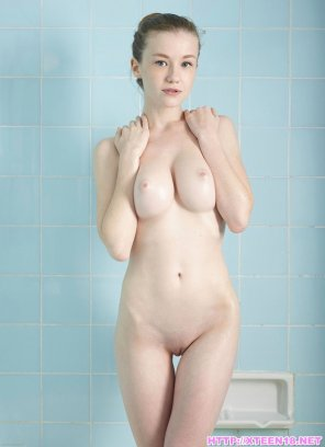 amateur photo Emily Bloom - Cute Busty Girl