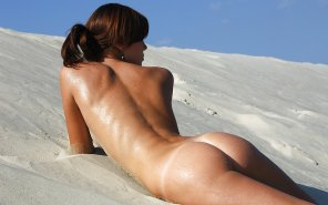 amateur photo Naked in the sand