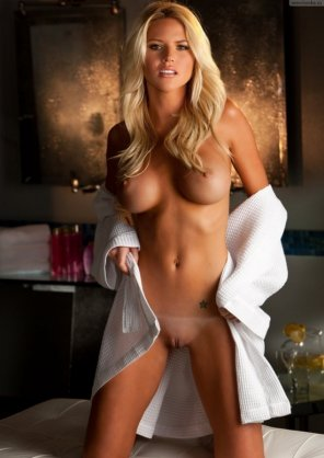 amateur photo Smooth blonde with a perfect face and a white towel