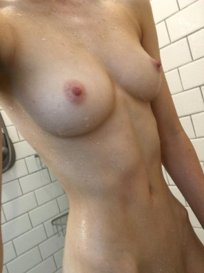 amateur photo [f]eeling squeaky clean