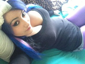 amateur photo blue;purpel hair