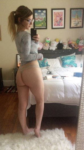 amateur photo [OC] Showing off my booty in a thong