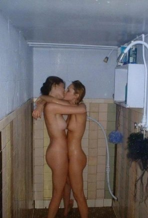 amateur photo Shower kisses.